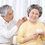 Người già mắc các bệnh về tim mạch, tiểu đường, loãng xương,.. khi được điều trị tốt vẫn áp dụng phương pháp điều trị Implant được.